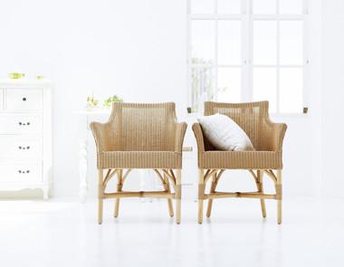 Wiklinowe Fotele W Salonie Porównanie Dwóch Aranżacji